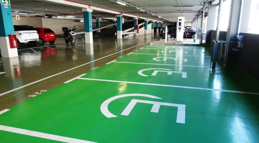punto de recarga aparcamiento comunitario